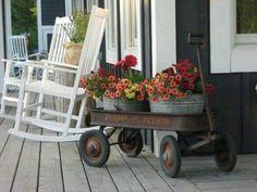 A Wagon Full of Flowers | Vintage Porch Decor Ideas Front Porch Flowers, Galvanized Decor, Galvanized Planters, Farmhouse Front Porches, Country Porches, Country Porch Decor, Farmhouse Outdoor Decor, Summer Porch Decor, Centerpieces