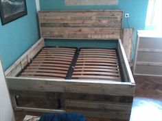 Pallet Bed Tutorial - Built-in Drawers under The Bed | 101 Pallets