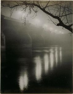 Le Pont-Neuf dans le brouillard - Brassai, via elisabetta marseglia Street Photography, Landscape Photography, Art Photography, Landscape Photos, Black White Photos, Black And White Photography, Pont Paris, Brassai, French Photographers
