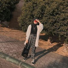 hijab remaja OOTD look today, casual, retro, and stay cool Ib: . Casual Hijab Outfit, Ootd Hijab, Hijab Chic, Casual Outfits, Modern Hijab Fashion, Hijab Fashion Inspiration, Retro Fashion, Korean Fashion, Retro Outfits