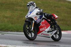 No segundo ano da Honda Junior Cup, categoria-escola do Superbike Series Brasil, o jovem Renzo Ferreira se consagrou o campeão da temporada. Confira no site! >>> http://carroonline.terra.com.br/motociclismoonline/competicoes/competicoes-competicoes/renzo-ferreira-e-campeao-na-honda-junior-cup/?rlabs