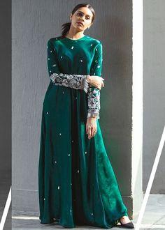 Simple Pakistani Dresses, Pakistani Bridal Dresses, Pakistani Dress Design, Indian Dresses, Indian Outfits, Pakistani Designer Clothes, Indian Designer Outfits, Designer Dresses, Designer Anarkali