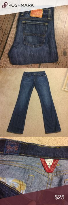 """Lucky Brand Sundown Jean Gently worn. Size 6 Lucky Brand Sundown Jean with zip fly. 31"""" inseam. 96% cotton, 4% spandex. No rips, stains or tears. Non-smoking home. Lucky Brand Jeans Straight Leg"""