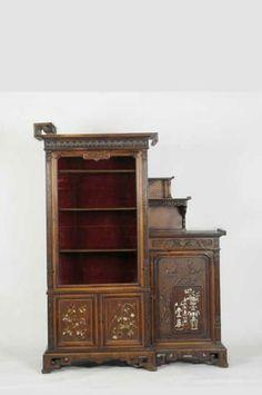 VIARDOT Gabriel (1830-1906) Rare meuble de collectionneur en bois exotique mouluré et sculpté
