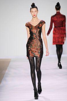 Monique Lhuillier Fall 2010 Ready-to-Wear Fashion Show - Ksenia Kahnovich