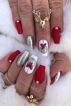 40 Festive Red Christmas Nail Art Ideas At Christmas there are so many things to do. If you are looking for some Christmas red nail art ideas. We have Collected 40 festive red Christmas nail art ideas for you. Cute Christmas Nails, Christmas Nail Art Designs, Xmas Nails, Holiday Nails, Red Nails, Christmas Baubles, Christmas 2019, Christmas Nail Stickers, Christmas Makeup Look