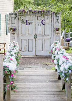 Retro Wedding Backdrop Ideas That May Impress You! Outdoor Wedding Doors, Old Doors Wedding, Outdoor Wedding Backdrops, Wedding Backdrop Design, Outdoor Wedding Decorations, Outdoor Ceremony, Rustic Backdrop, Backdrop Ideas, Ceremony Backdrop