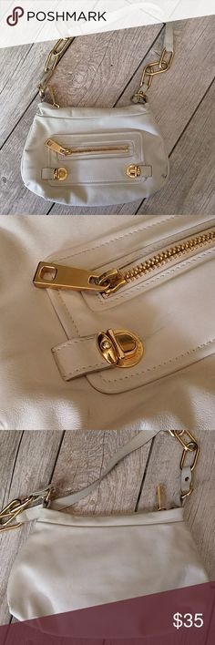 Marc Jacobs Authentic. Creamy white beautiful shoulder bag. Has a few marks around as seen in pics, Please use Zoom. Great for anything. Great inside. Thanks for looking! Marc Jacobs Bags Shoulder Bags