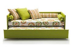 """How to make a day-bed look more like a sofa-bed."""" I will place three large pillows on top of the matress and against the back. From """"How to make your own DIY sofa-bed."""" on Hometone: Your guide to a beautiful home Furniture Projects, Home Projects, Diy Furniture, Diy Sofa, Diy Daybed, Sofa Design, Do It Yourself Sofa, Murphy-bett Ikea, Pull Out Sofa Bed"""
