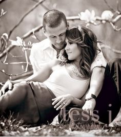 Amazing photos and good ideas for couple poses Shooting Photo Couple, Couple Posing, Couple Shoot, Couple Photography, Engagement Photography, Photography Poses, Wedding Photography, White Photography, Poses Photo