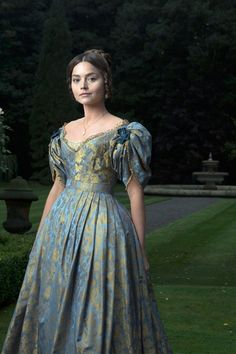 PBS has picked up a new UK period drama about Queen Victoria titled Victoria. The series stars Doctor Who's Jenna Coleman in the title role. Would you watch? Victoria Tv Show, Victoria Pbs, Reine Victoria, Victoria And Albert, Queen Victoria Series, Mom Dress, Dress Up, Doctor Who Jenna Coleman, Queen
