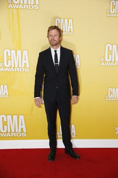 Check out Dierks Bentley on the red carpet! This cowboy sure knows how to trade in his t-shirts for a good looking suit!