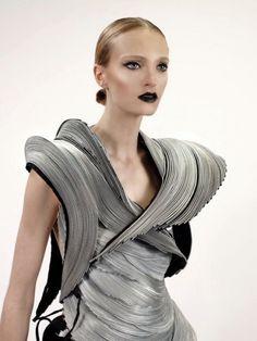 Wearable Art - sculptural fashion made from zippers - alternative materials; 3D fashion; experimental fashion design // AutumnLin