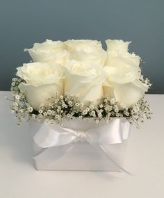 Fresh, white roses in a handcrafted gift box. Valentine Flower Arrangements, Beautiful Flower Arrangements, Floral Arrangements, Flower Box Gift, Flower Boxes, Wedding Centerpieces, Wedding Decorations, Window Box Flowers, Beautiful Rose Flowers