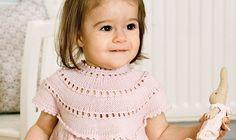 Fat strikkepindene og frembring den skønneste kjole til pigen.