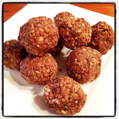 Oats, flax seed, peanut butter, and chocolate chips are mixed together into compact, energy bites for on-the-go snacking. Delicious Chocolate, Vegetarian Chocolate, No Bake Treats, No Bake Desserts, Chocolate No Bake Cookies, Chocolate Chips, Almond Cookies, Oatmeal Cookies, No Bake Energy Bites