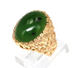 (http://shop.shinjewelers.com/14k-yellow-gold-oval-jade-ring-12002090/)