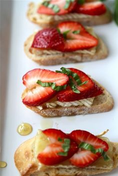 Crostini with Brie Cheese, Strawberries, Honey & Basil