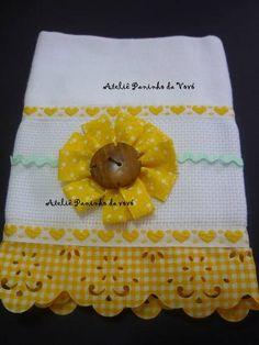 Pano de Copa Sacaria  Aplicação em botão, sianinha e flor girassol Renda no tom combinando com flor  Frete por conta do comprador