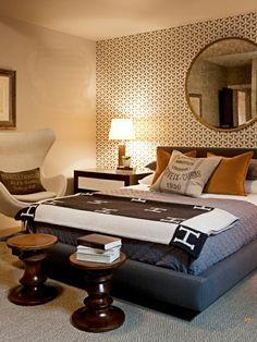 papier peint graphique neutre, chambre à coucher, grand miroir rond