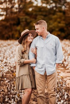 Outdoor Couple Pictures, Couple Christmas Pictures, Country Couple Photos, Fall Couple Photos, Couple Senior Pictures, Fall Family Photos, Couple Pics, Fall Pictures, Fall Photos