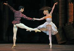 The Royal Ballet Principals Sarah Lamb and Federico Bonelli in The Prince of the Pagodas choreographed by Kenneth MacMillan