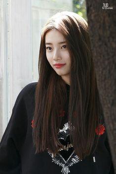 Suzy - Cosmopolitan Korea Magazine October Issue Behind Cut Bae Suzy, Beautiful Asian Girls, Most Beautiful Women, Korean Beauty, Asian Beauty, Miss A Suzy, Korean Celebrities, Korean Actresses, Ulzzang Girl