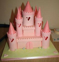 Tutorial Torta Castello.  Quante bambine sognano di avere una torta a forma di castello per il loro compleanno!  Con questo tutorial fotografico puoi renderti conto che non è così difficile come sembra!