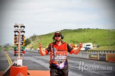 Derek Lindsay says fire em up.  2013/2014 Test and Tune 9 November 2013. Pic by Ronio.co.nz.  Meremere Dragway