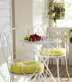 Balcony - vintage 3 piece setting