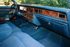 1979 Lincoln Town Car dash -- wide enough to span three time zones at once!