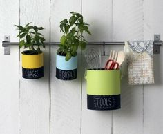 Recycleer verfpotten upcycled paint cans ideas Diy Décoration, Diy Crafts, Hacks, Paint Can Planters, Herb Planters, Diy Projects To Try, Craft Projects, Paint Supplies, Creation Deco