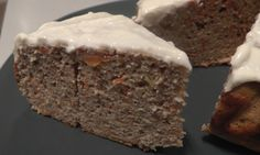 Low carb proteincake with carrot and apple