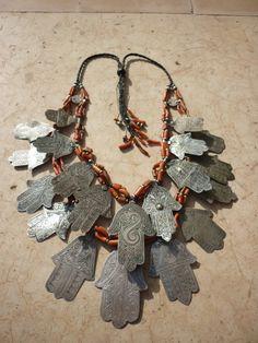 ledecorquejadore: Hamsa necklace Visit themoonschild.blogspot.com (via * Hamsa Necklace.   ethnic/antique jewelry)
