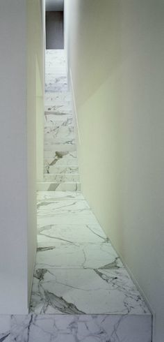 ☝☟escadas - Marble staircase inside the DJ-VDV-residence by Belgian minimalist Vincent van Duysen. Marble Staircase, Interior Staircase, Staircase Design, Contemporary Architecture, Architecture Details, Interior Architecture, Stairs To Heaven, Vincent Van Duysen, Stair Steps