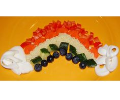 An Edible Rainbow: Take a few healthy items from the fridge, dice them up, and you& got a well-balanced meal of fruits, vegetables, and eggs in no time! Rainbow Pinata, Rainbow Donut, Fun Snacks For Kids, Kids Meals, Kid Snacks, Healthy Snacks, Cute Food, Good Food, Fruits And Veggies