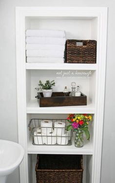 25 + Brilliant DIY Badezimmer-Regal Ideen Sure Savvy Storage neu zu definieren Small Bathroom Storage, Bathroom Closet, Upstairs Bathrooms, Open Bathroom, Master Bathroom, Downstairs Bathroom, Bathroom Staging, Built In Bathroom Storage, Organized Bathroom