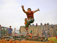 6 Ways to Train Outdoors for Your Obstacle Course Race - 6 Ways to Train Outdoors for Your Obstacle Course Race 6 Ways to Train Outdoors for an Obstacle Race Race Training, Training Tips, Obstacle Course Races, Mud Run, Tough Mudder, Paleo Life, Runners High, Pose, Get Your Life