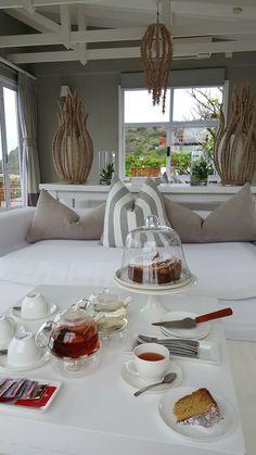 White Pearl Resort, Ponta Mamoli, Moçambique | Viaje Comigo - Part 2 Table Settings, Table Decorations, Furniture, Home Decor, Traveling, Decoration Home, Room Decor, Place Settings, Home Furnishings