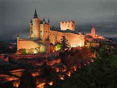 Acueducto Romano II Segovia offers accommodations in Segovia one mile from Plaza Mayor. This property is Acueducto Romano II Segovia Segovia Spain R:Castile and Leon hotel Hotels Beautiful Castles, Beautiful Buildings, Beautiful Places, Le Vatican, Castle Parts, Madrid, Castle Pictures, Famous Castles, Spain And Portugal