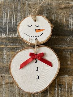 Wooden Christmas Crafts, Handmade Christmas Decorations, Christmas Ornament Crafts, Snowman Ornaments, Snowmen, Tree Decorations, Holiday Crafts, Homemade Ornaments, Homemade Christmas Gifts