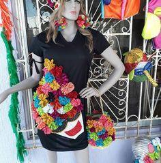 Resultado de imagen para maria moñitos pintadas a mano Fabric Manipulation, African Women, Hibiscus, Headpiece, Photoshoot, Costumes, Crop Tops, Princess, Womens Fashion