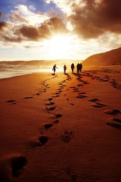 Walkers of the sunset - The Great ocean walk. I took in this pic at Joanna beach in Australia. Beautiful Sunset, Beautiful Beaches, Beautiful World, Foto Fun, Picture Blog, Sunset Pictures, Ocean Pictures, Ciel, Strand