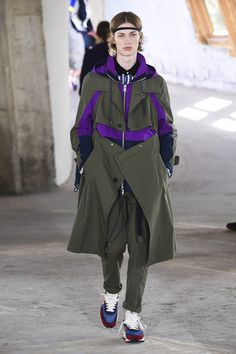 Sacai Resort 2019 collection, runway looks, beauty, models, and reviews.