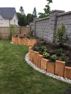 The post 29 popular modern front yard landscaping ideas 19 appeared first on Vorgarten ideen. Garden Yard Ideas, Backyard Garden Design, Backyard Projects, Fenced Garden, Garden Ideas In Front Of House, Front Yard Fence Ideas, Border Edging Ideas, Sloped Front Yard, Backyard Planters