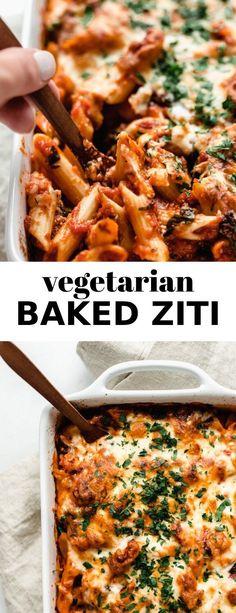This Vegetarian Baked Ziti is meatless, cheesy, and an easy dinner! #bakedziti #vegetarian #zitirecipe
