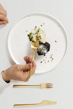 arigato Inc. run restaurant plate tokyo, catering company. アリガトインクは東京でレストラン 【プレートトキオ】、ケータリング、音楽レーベル、出版そしてギャラリーを運営しています。