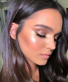 38 Casual Natural Glow Makeup Ideas That Every Girl Will Want To Try - Cabello cenizo oscuro - Alles über Make-up Prom Makeup, Bridal Makeup, Wedding Makeup, Hair Wedding, Natural Glow Makeup, Glowy Makeup, Glowy Skin, Flawless Makeup, Drugstore Makeup