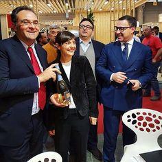 Many thanks to #DeboraSerracchiani, President of #FriuliVeneziaGiuliaRegion, for visiting #Fantinel at #Vinitaly2016 #Wine #WineLover #WineTime #WineOclock #MadeInItaly #FVG