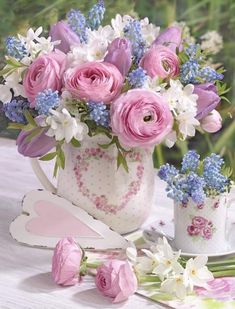 A bouquet of flowers that spesks of love beyond words . Beautiful Rose Flowers, Beautiful Flower Arrangements, Fresh Flowers, Spring Flowers, Floral Arrangements, Beautiful Flowers, Spring Plants, Floral Vintage, Deco Floral